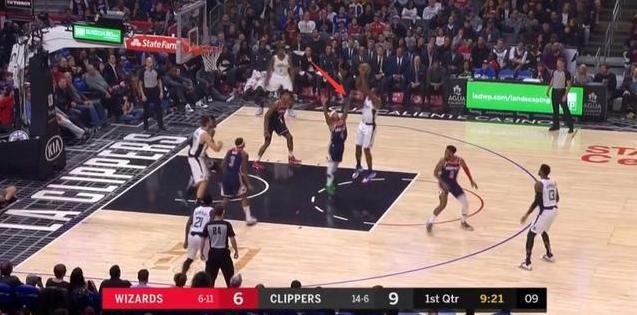 【影片】太欺負人!Leonard單手抓球後背打1米75小Thomas,結局沒有懸念!-籃球圈