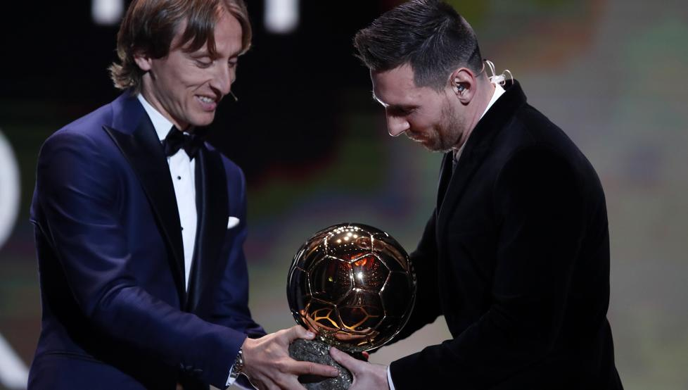 """— Luka Modric (Real Madrid): """"It's great pride to be able to be at this gala and give the Ballon d'Or to Messi, who deserves it. We are rivals, but not enemies. In football, things are often taken to an extreme and this initiative can help improve things."""" <br>http://pic.twitter.com/A2Hr3mYuxa"""