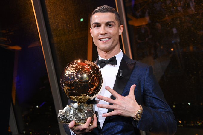 Most major Player of the Year awards won in history:  [12] CRISTIANO RONALDO. [10] Messi [6] Ronaldo [5] Zidane [4] Van Basten, Ronaldinho [3] Modric. <br>http://pic.twitter.com/tTYcFItFMQ