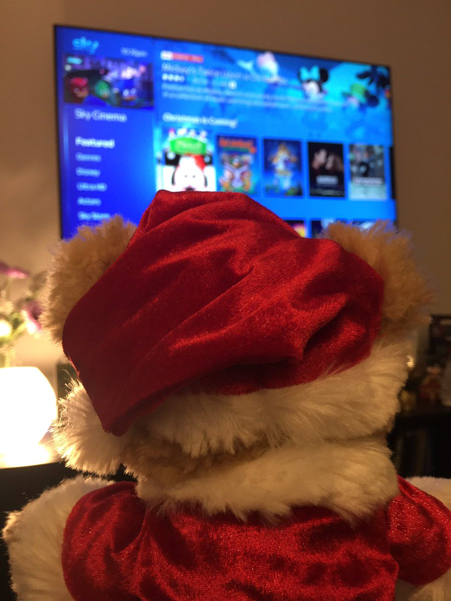 Adventures of Duffy the Disney beer continue..today we watched Christmas movies..What's your favourite festive film ?🎅🏻🎥🎄#duffythedisneybear #ChristmasCountdown