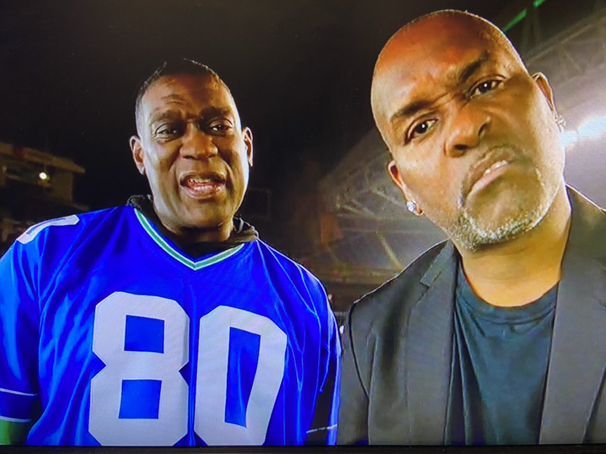 Pretty awesome  #MNF intro with Gary Payton and Shawn Kemp. Very cool.  #seahawks   @Sonicsgate
