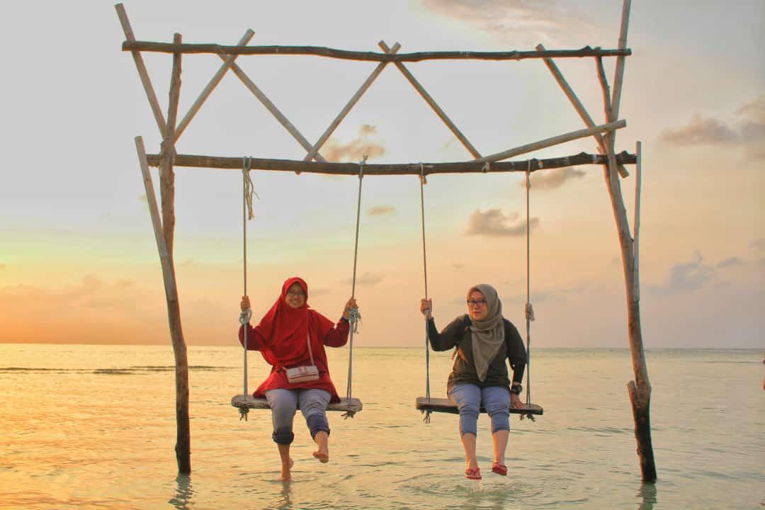 Selamat pagi... Sunrise Karimunjawa 📍 Boby beach 📸 Gugun (nautika karimunjawa) #Karimunjawa #sunrise #Panorama #traveling #selamatpagi #desember2019 #PictureOfTheDay #jeparahariini #travelbloger