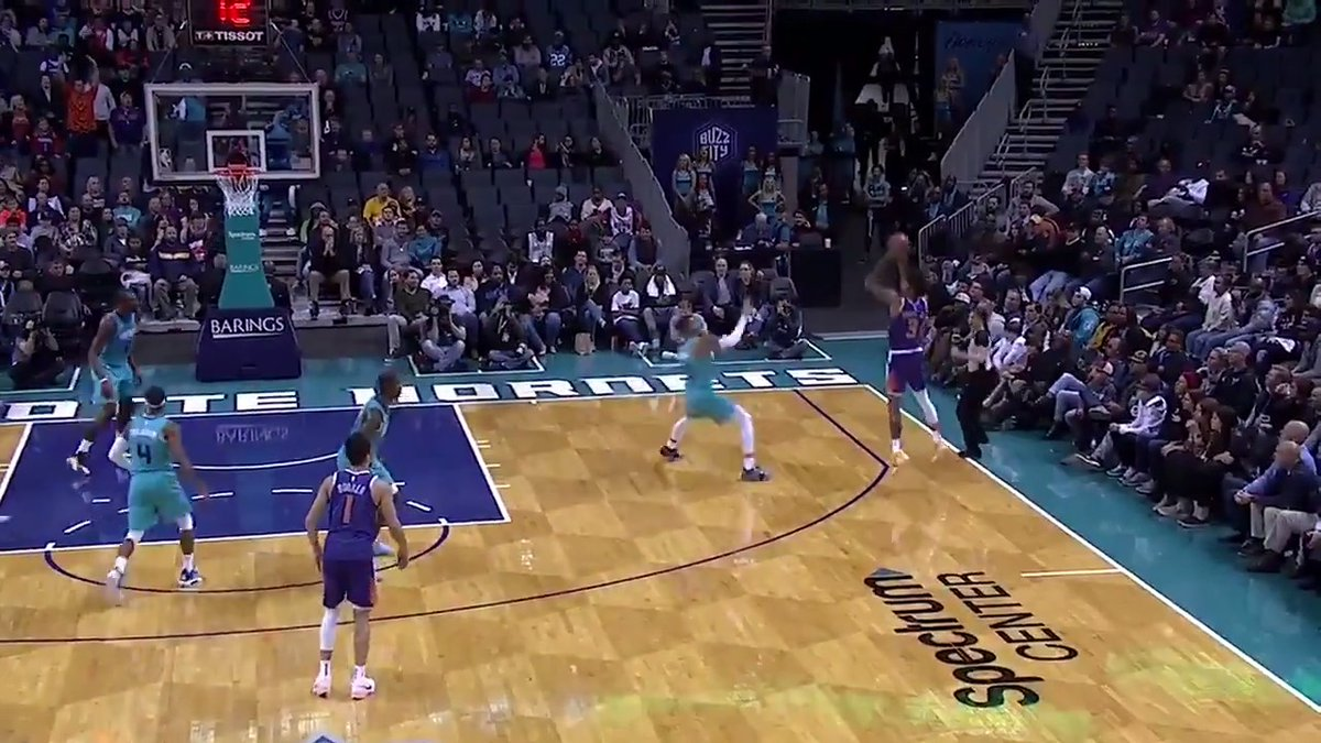 Frank Kaminsky regains possession for the Suns to set up Kelly Oubre Jr. for your Heads Up Play of the Day! https://t.co/UZnW7kOZbk