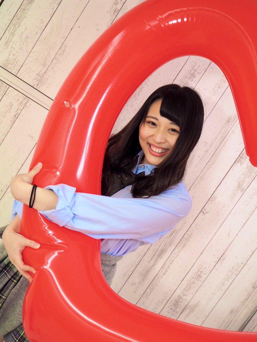 12/5.7.8.9は、東京の仮面女子カフェ、カフェ上のグレースバリさんでライブさせていただきます!!🥰わくわくっ!!受付では瀬口こころちゃんです!!オレンジサイリウムもこころコールもいーっぱいだとうれしいなあ!🧡会いに来てくれますか?🐝