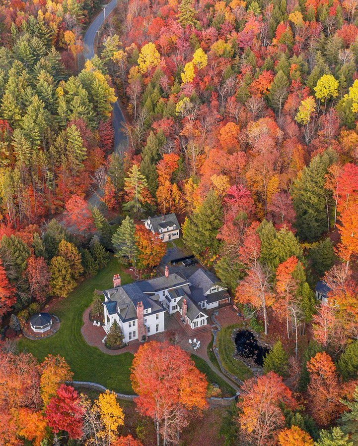 Beautiful fall colors in Vermont 🍂🍁 🍁🍂Natural landscape🍂🍁 #TuesdayThoughts #Wanderlust #nature