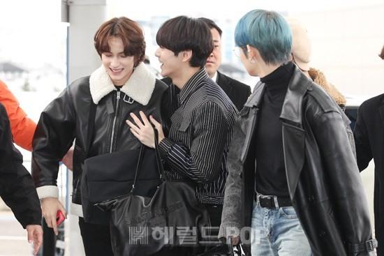 Member TXT di Bandara Incheon menuju Jepang, Selasa (3/12/2019).