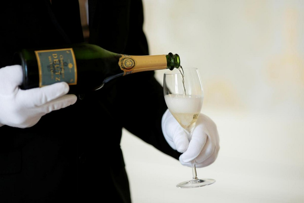 U.S. vows 100% tariffs on French Champagne, cheese, handbags over digital tax https://reut.rs/34KLUZs
