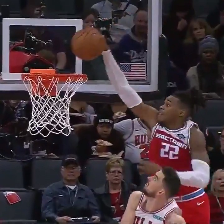 ✈️ Richaun Holmes SKIES for the oop!  #SacramentoProud on @NBATV