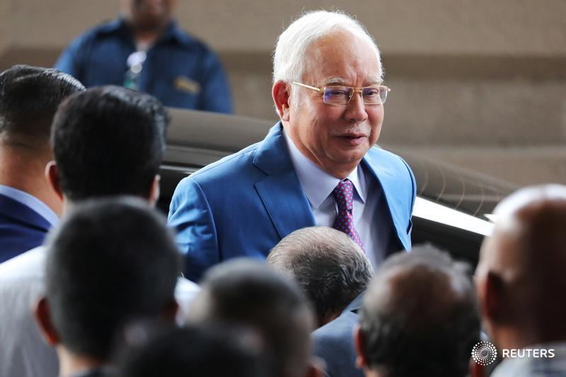 Former Malaysian Prime Minister Najib Razak takes the witness box for the first time to defend himself on criminal charges linked to a multibillion-dollar scandal at state fund 1Malaysia Development Bhd https://t.co/NWzBoUCfPn #1MDB https://t.co/qHC7epT8UH