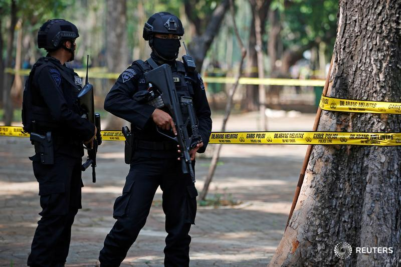 Suspected grenade blast at a park near Indonesia's presidential palace in the heart of the capital injures at least two military personnel https://reut.rs/2LixpV0