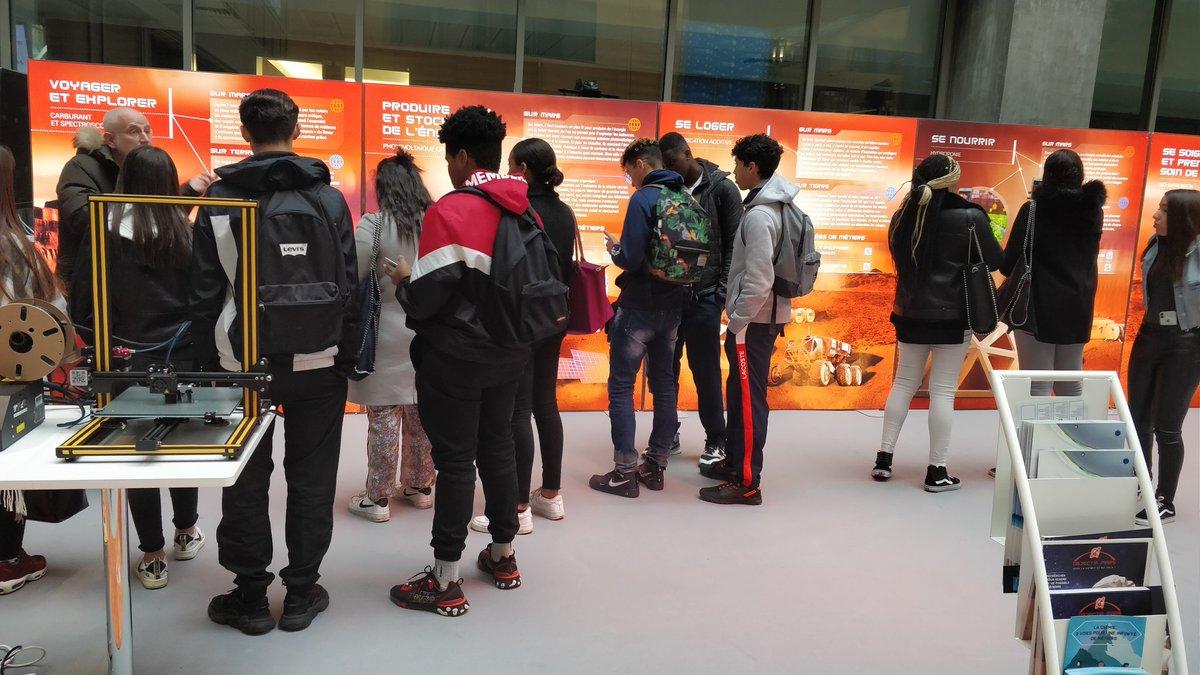C'est parti ! La journée Chimie AURA bat son plein à l'Hôtel de Région. Les scolaires découvrent les différents espaces d'exposition #ChimieAURA #auvergnerhonealpes #SiTuChoisisLaChimie #objectifmars https://t.co/Gy6TuNPoUo