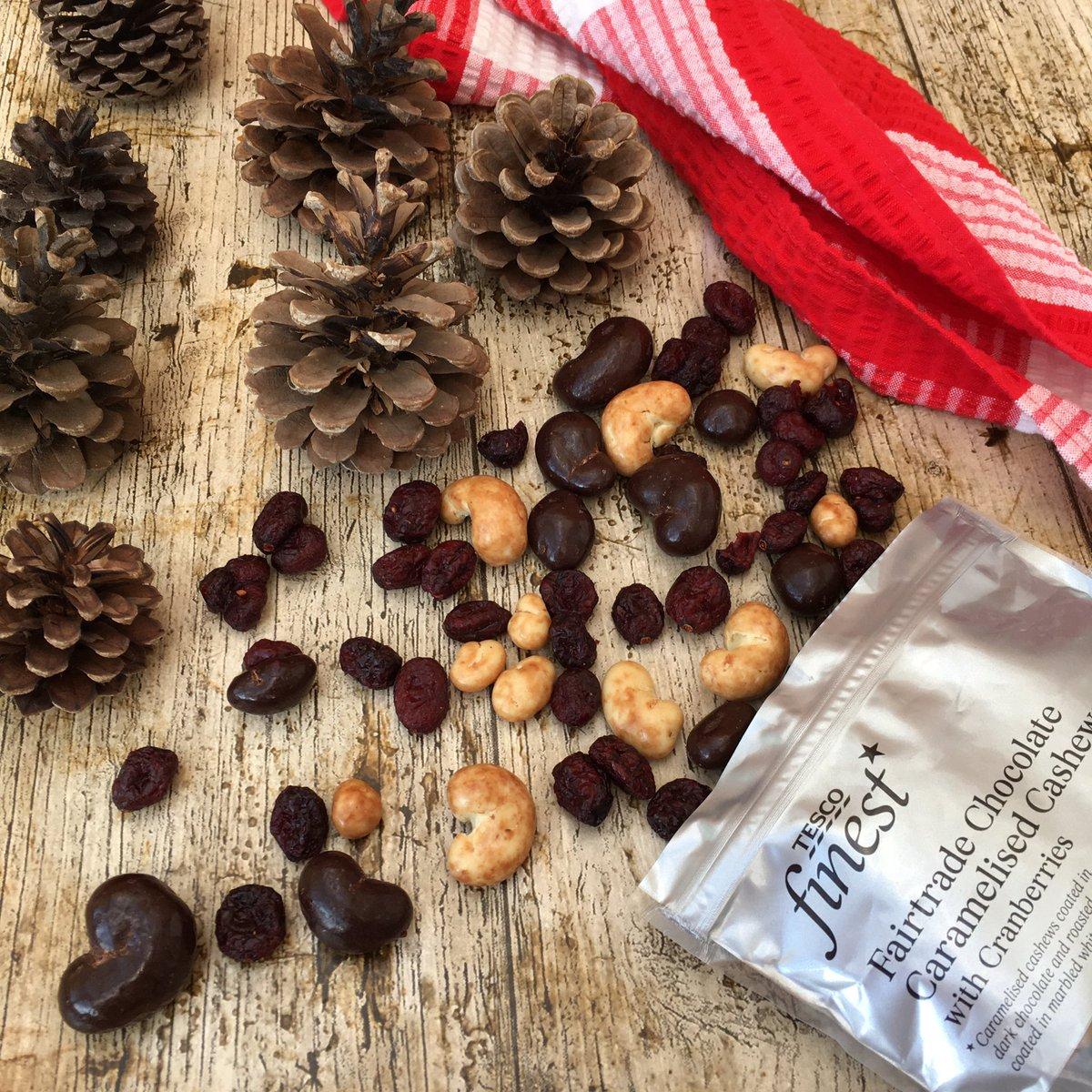 (AD) Can't stop snacking on this fabulous combination of caramelised + roasted cashews covered in chocolate along with cranberries. Perfect for upcoming festive season. Fairtrade nuts help to boost income for smallholder farmers around the world.  #TescoFinest #LiberatingLives