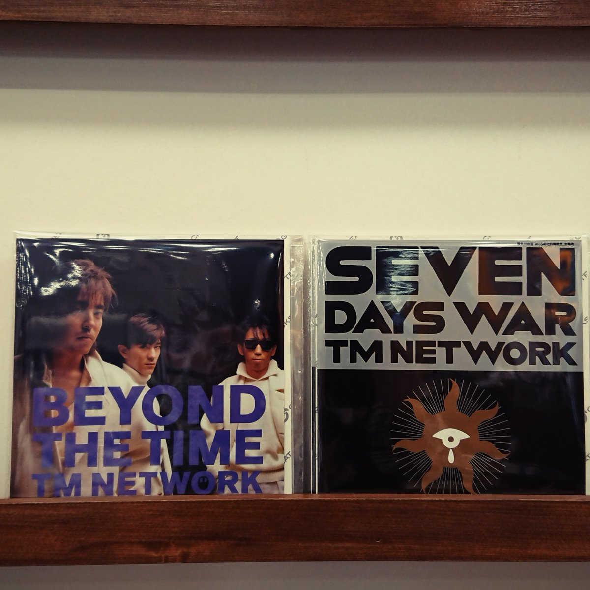 【#TMNETWORK】#TMネットワーク、88年の大ヒットシングル「BEYOND THE TIME (メビウスの宇宙を越えて)」と「SEVEN DAYS WAR」がアナログ7inch完全生産限定盤で復刻リリース!入荷しました!!!#towervinyl #GreatTracks