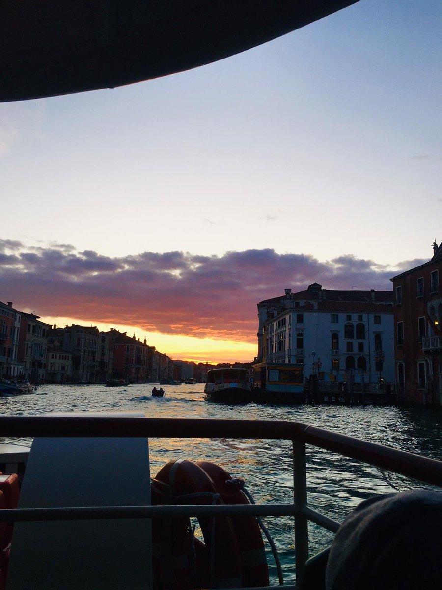Oggi Venezia si sveglia così ♥️ https://t.co/...