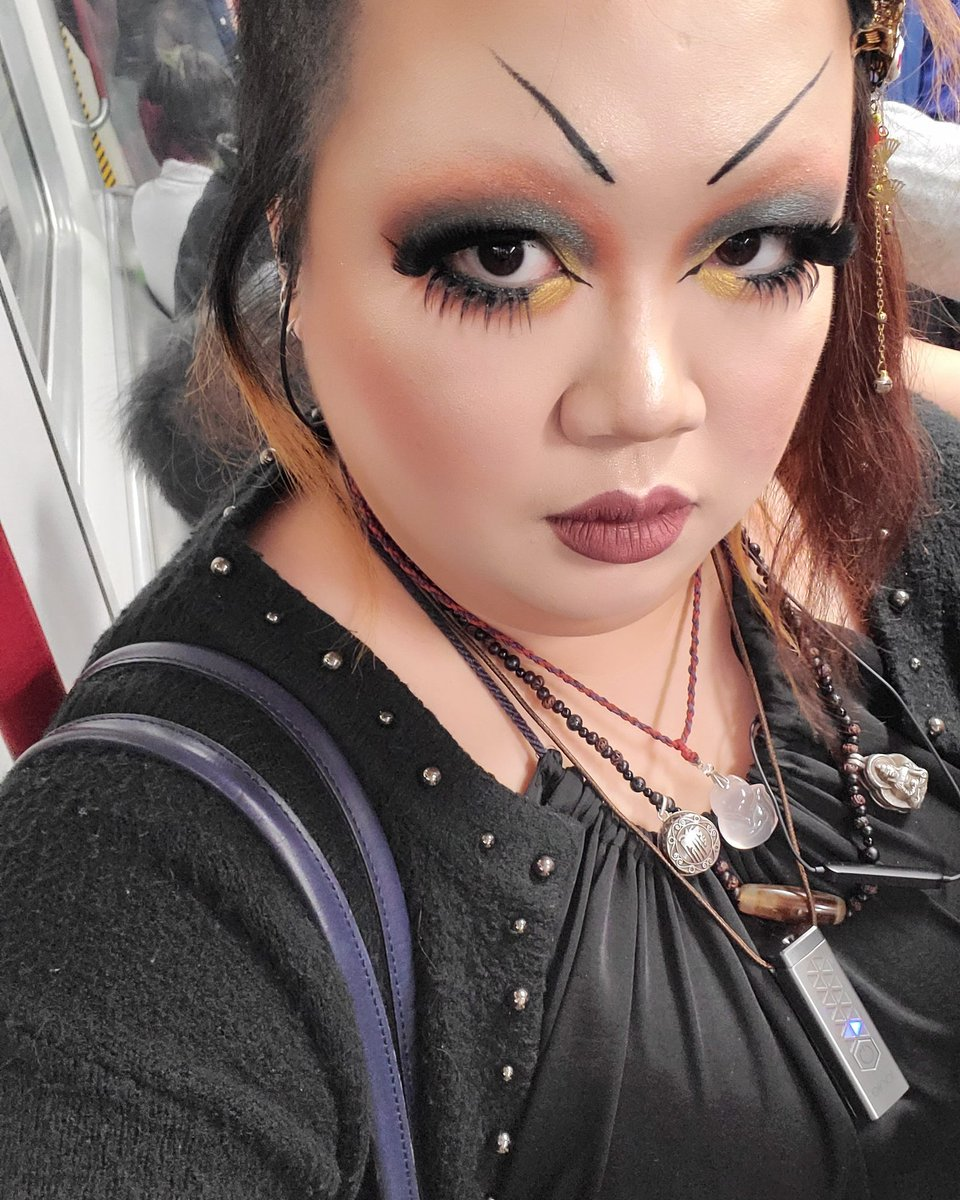 myfirsttwitter #goth #gothic #gothgirl  #gothpunk #gothfashion #gothstyle  #gothmakeup  #darkfashion #deathrock  #休日の服 #メイクアップ #休日 #今日の服 #楽しい休日 #vampire #美容 #化粧 #makeup #ヴィジュアル系 #メイク大好き #自撮り  #romanticgoth #victoriangothic  #victoriangoth pic.twitter.com/bGJZNKwuPg