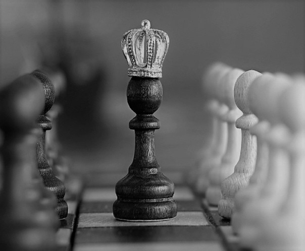 When the game ends, the king and the pawn fall into the same box.