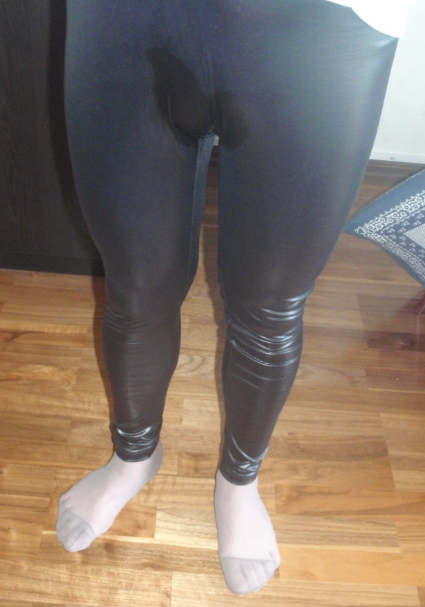 Ohhh, must Tights and Pantyhose pee.