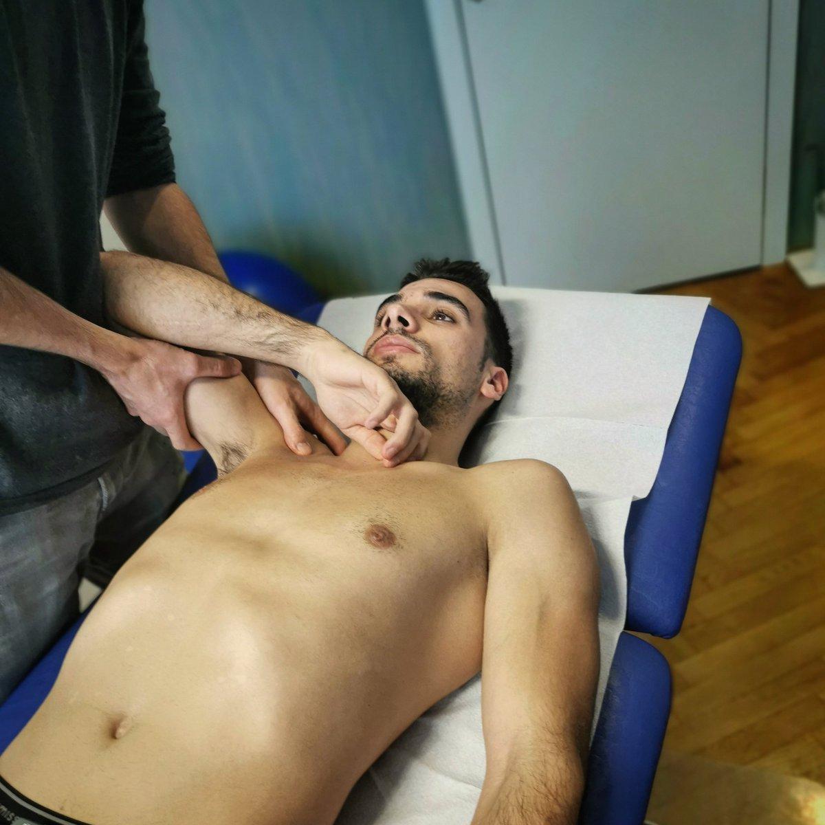 Dias longos de Fisioterapia por aqui em Viena...ansioso por poder voltar a treinar! Abraço Turma💪🏻 #turma88 . . . Long Days of Fisio here in Viena...keen to get back to the gym and get ready! 💪🏻