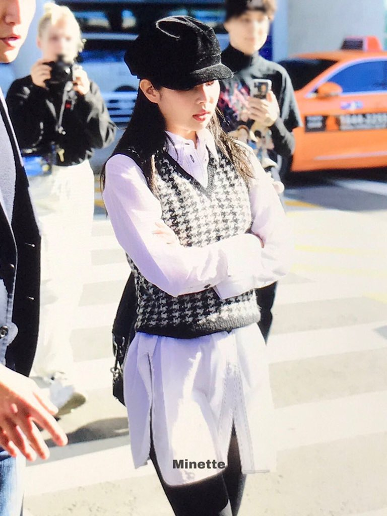 Prep school Jennie or University girl Jennie hehe coming home for a break from her school abroad   #MGMAVOTE #blackpink @ygofficialblink<br>http://pic.twitter.com/OryFMx7U0T