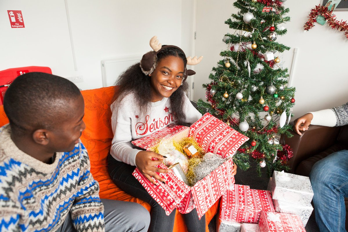 Today is #GivingTuesday, a global day of support for great causes. Today you can make a difference to a young persons Christmas by buying them More Than A Gift: centrepoint.org.uk/morethanagift?… 🎄