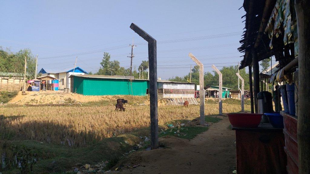 Rohingya : au Bangladesh, des clôtures ceinturent désormais le plus grand camp de réfugiés du monde