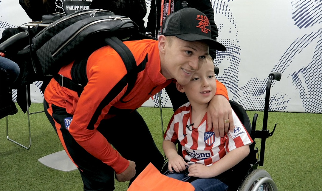 [] Sunday was a special day for Harry. The 8-year-old came to the Wanda  @Metropolitano all the way from Liverpool and met  @trippier2. Thank you for your visit, Harry! You're an example of courage and heart.   #AúpaAtleti