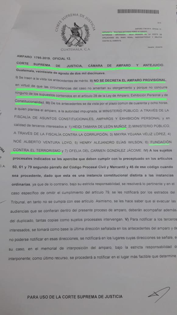 Urgente, cámara de amparo de la CSJ no otorgó amparo provisional a Mayra Véliz y Rootman Pérez, sindicados por la @FCTGuatemala de coaccionar a la exfiscal Tamara de León, para promover un antejuicio sin sustento legal. Continuará la investigación, así como el juez designado. 1/2