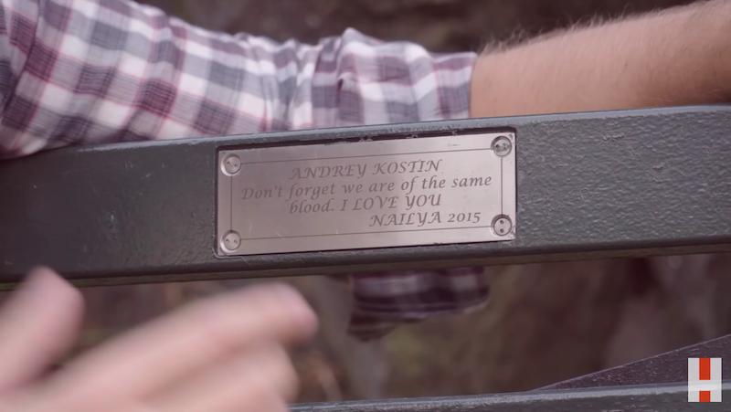 """Навальный: табличка с именами """"Андрей Костин"""" и """"Наиля"""" исчезла со скамейки в парке Нью-Йорка"""