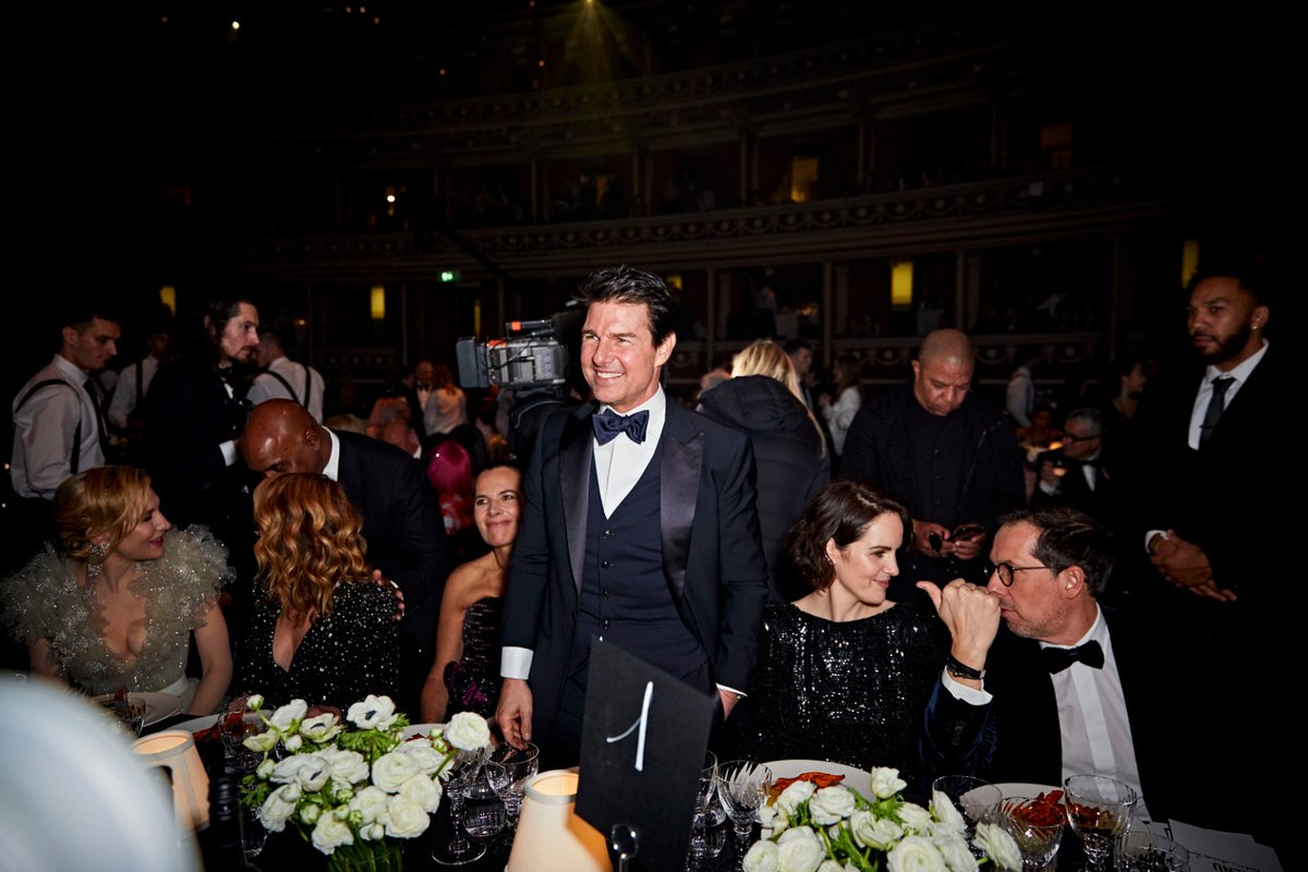 See moments from The #FashionAwards 2019 dinner including @kylieminogue, @RosieHW, @TomCruise and @ajtracey. To see more highlights from the event, visit bit.ly/2r0niNZ