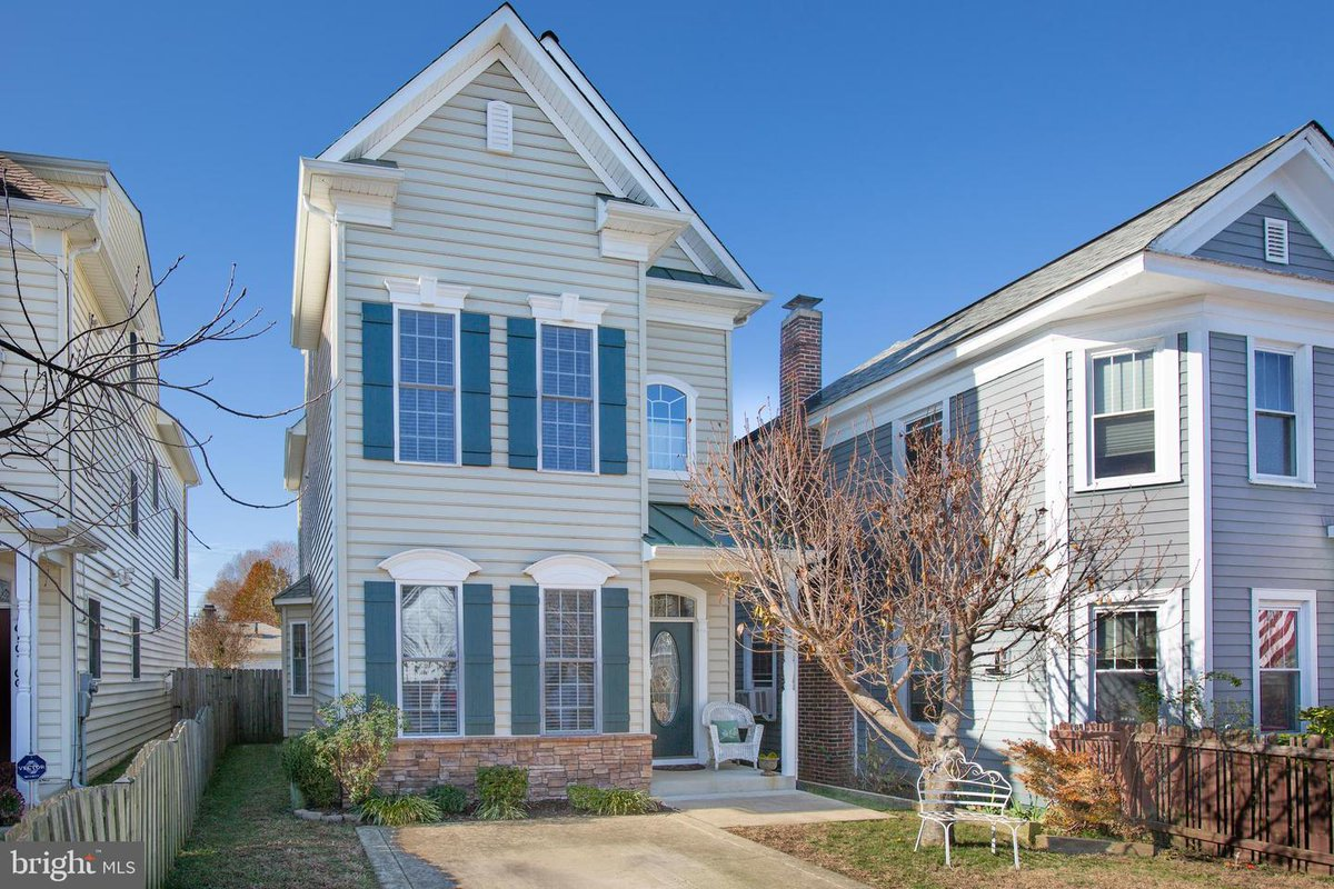 610-200 Spottswood St, Fredericksburg, VA 22401 4 Bedrooms / 3.5 Baths- Over 2300 sqft- $445K Listed by:Tammy Berfield  Long & Foster- Fredericksburg (540) 840-4229 (540) 371-5220 Call or message us for a showing! #realestate #realtor #fredericksburgva #fredericksburgrealestate<br>http://pic.twitter.com/ptYFW66C9Q