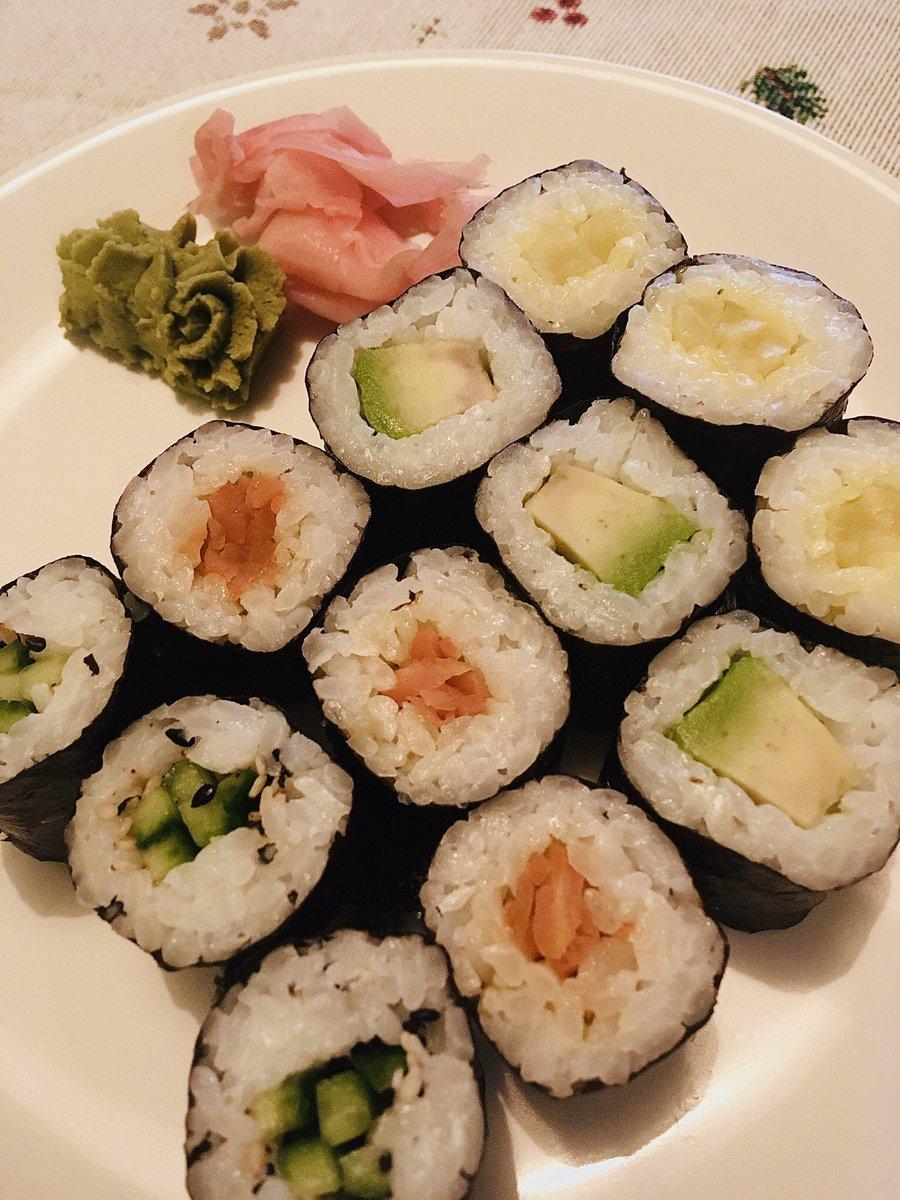 "This sushi set is called '#SaveTheFish"" and I absolutely love it. Veggie sushi FTW. pic.twitter.com/MlXUy1kyeI"