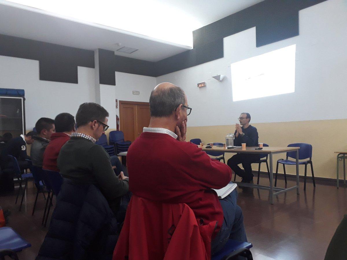 La formación avanzada de @ecopionet en #Toledo incluye un taller técnico con la participación de empresas transformadoras del sector #ecológico como @Despelta o Piensos Hnos Fraile.  En la #foto, JL Moreno, de @SEAE_Agroecolog en la apertura de la sesión #Ecopionet https://t.co/k9LvOYrSVf