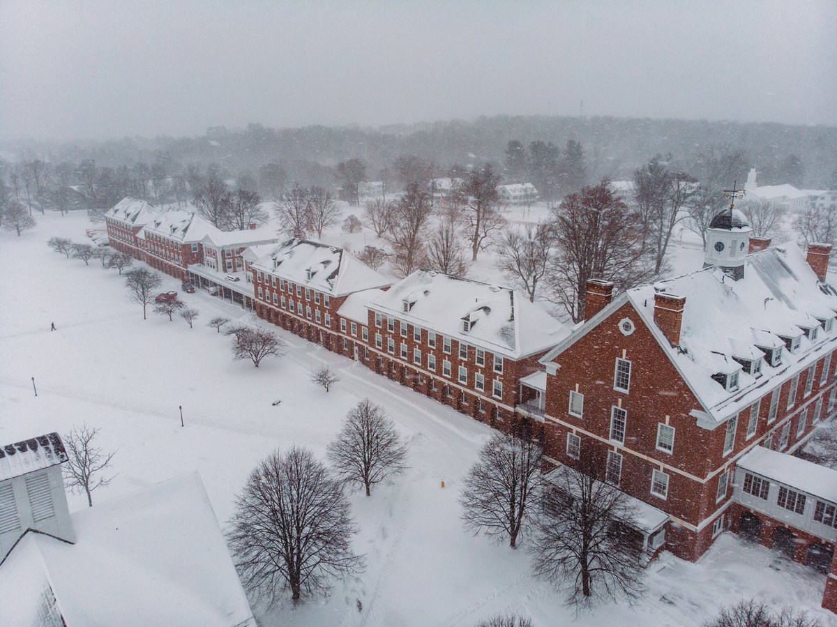 Snowy day on campus for all of our students to arrive! Welcome back from break! #pomfretschool #griffinlife