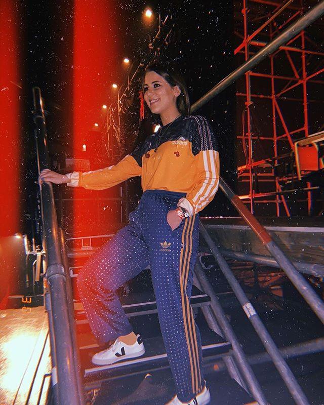 raphaellamusic looking beautiful in Ragyard, backstage at Red Nose Day in Antwerp  #raphaella #rednoseday #diamante #qmusic #belgium #ootd #fashiongram #fashiongrammer #londonfashion #madeinlondon #sparkle #musicianpic.twitter.com/9YO2aeBHzF