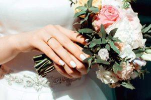 Ver  ↘↘💍 Anillos de boda: ¿En Qué Mano Van? #boda #anillosdeboda #amor https://anillosdebodaweb.com/en-que-mano-van/… ☚☚☚  ❤😃 Cuando llega el momento de la pedida de mano o el matrimonio, muchas parejas se preguntan ¿Los an ..