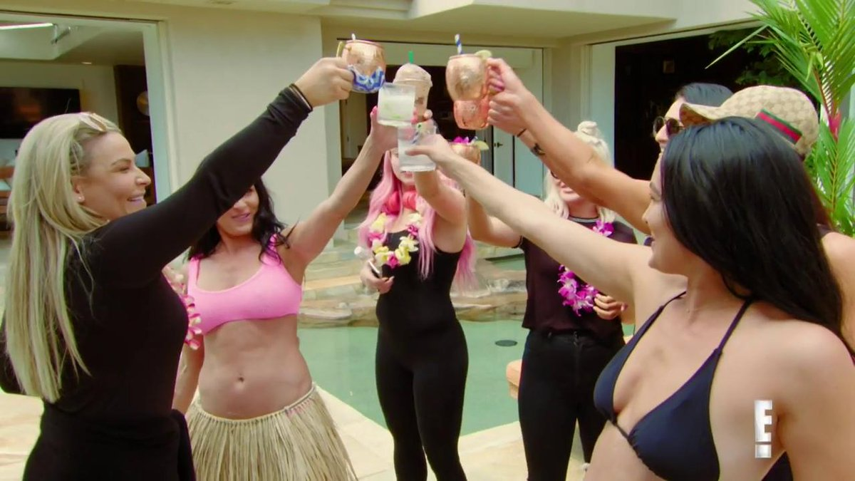 SURPRISE!The @BellaTwins return TONIGHT on #TotalDivas.
