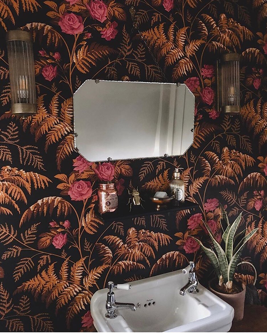 A seamless marriage between the old and the new, we love the combination of romantic vintage wallpaper and our Edwardian cloakroom basin in @ahomefitforkings bathroom. What a beautiful transformation. #transformationtuesday <br>http://pic.twitter.com/8UauBEEQh3