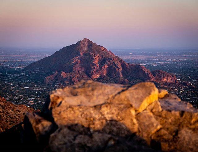 What an amazing view of Camelback Mountain from Piestewa Peak durning sunset.  #arizona_hiking #arizonahiking #arizona_landscapes #arizonaphotographer #arizonasunset #arizonaphotography #arizonaadventures #hikingadventures #hiking👣 #hikingculture #op…