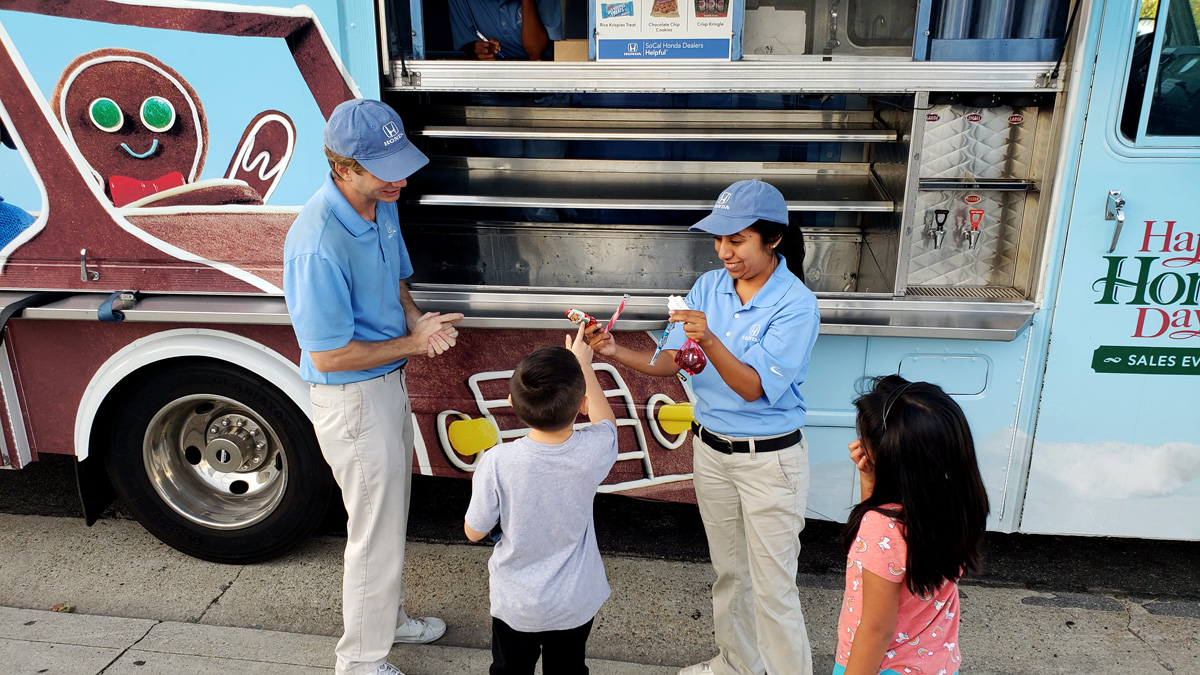 Treat yourself... for free! Our holiday treat truck is out in Cerritos, Cypress, Rossmoor, Costa Mesa and Newport Beach this weekend, so come give your sweet tooth a gift this holiday season! <br>http://pic.twitter.com/STUvnPqAdp