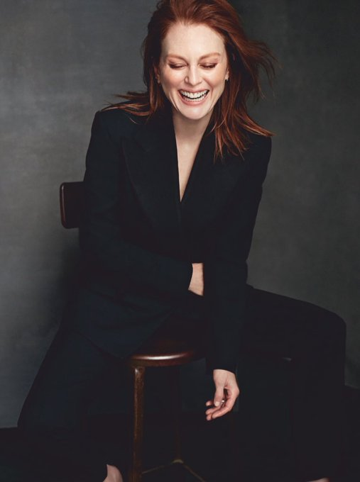 Happy birthday to one of my favorite  actresses of all time. julianne moore, you are an absolute legend. love u.