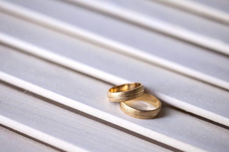 Ve a  ➡➡➡💍 Qué Significan los Anillos de Boda #boda #anillosdeboda #amor https://anillosdebodaweb.com/que-significan/ ⏪⏪⏪💖💖💍 Ha llegado el momento de elegir los anillos de boda ¡Qué compromiso! Pero te has preguntado ¿Por  ..