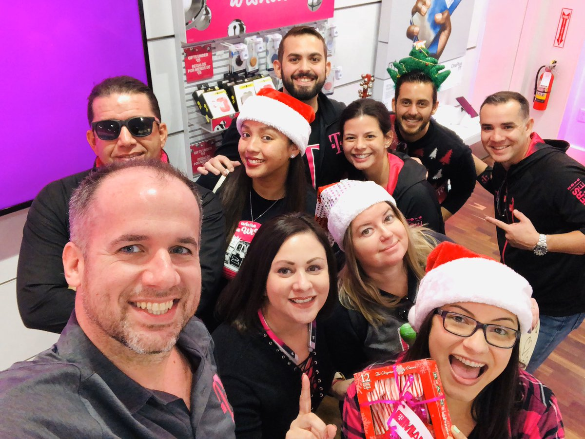 Miami Market DM/TM team spreading some holiday cheer in our stores today. Great day spent with my peers! We are ready to take on December and finish the year/decade strong!!! @bnash001 @JonFreier @pattyc101 @NicholasMusarra @DGaulhiac @KatyaRaskin @megan_chong6 @romikfrias