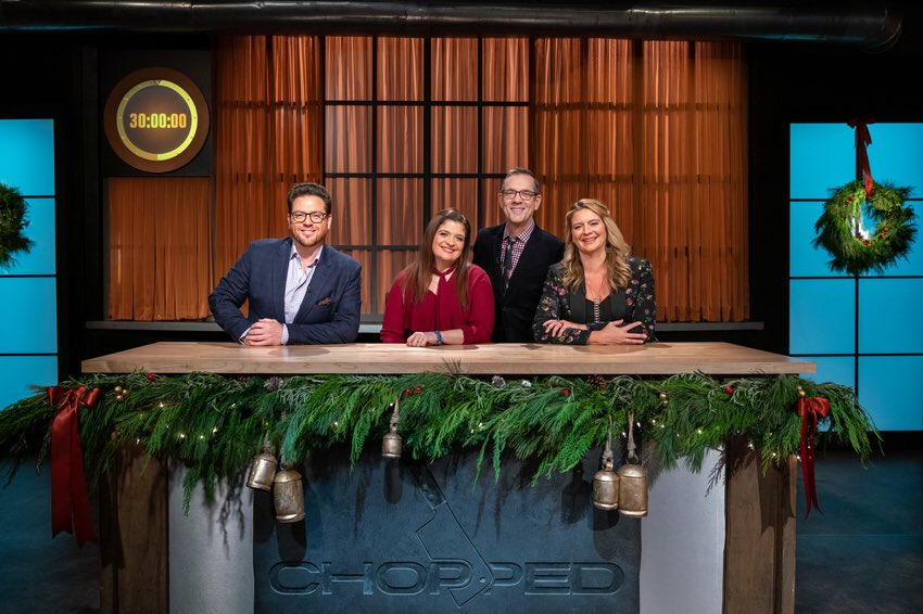 Pulling double duty tonight... After #ChoppedJunior, catch me on #Chopped at 9pm for the Battle of the Spouses with a few of our fellow judges competing  @FoodNetwork #happyholidays<br>http://pic.twitter.com/tb6JPEcq7A