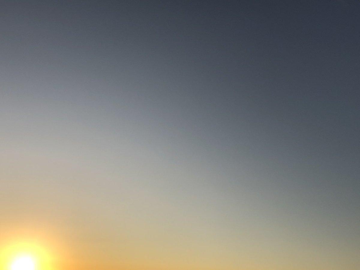 ゆかり on Twitter: 朝一のまだお日様が上がり始めた空。おはようございます🌞  昨日は色々感じる&思うところがあって、凄く腑に落ちました。そのまま私のデフォルトになりそうですが、大きな気付きに感じたのでメモ。  その一つ、良いイメージを持つって大事ですね💓  #マインドフルネス #キリトリセカイ #アサソラ…