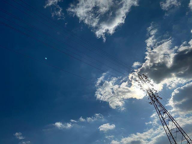 #今日もいい天気 〜 #🌤 . #太陽 #sun #イマソラ #いまそら #ノンフィルター #ノーフィルター #青空 #あおぞら #bluesky #空 #そら #sky #雲 #くも #cloud #clouds #電線 #electricwire #electricwires #鉄塔 #steeltower #pylon