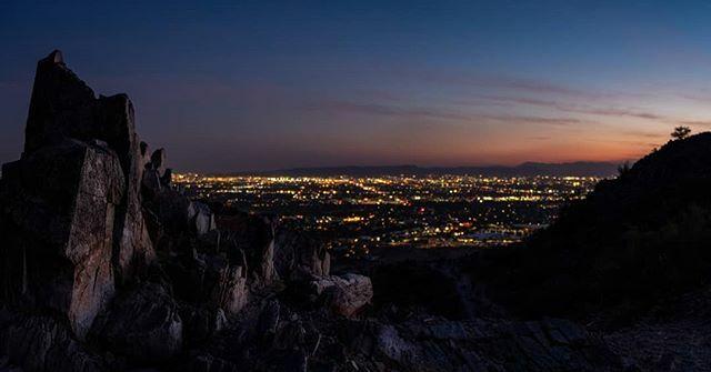 Phoenix lights up as the night sets in.  #arizona_hiking #arizonahiking #arizona_landscapes #arizonaphotographer #arizonasunset #arizonaphotography #arizonaadventures #hikingadventures #hiking👣 #hikingculture #optoutside #optoutdoors #outdoorlife #ge…