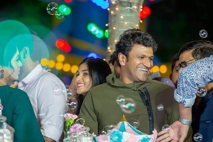 #PowerStar #PuneethRajkumar During #Ayra Birthday Party 🎂😍  @PuneethRajkumar @OfficialRadhika @TheNameIsYash