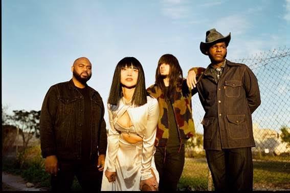 【NEWS】テキサス出身のKhruangbinとLeon BridgesがコラボレーションEP『Texas Sun』をDead Oceansより2/7にリリースすることをアナウンス。収録曲「Texas Sun」を公開。