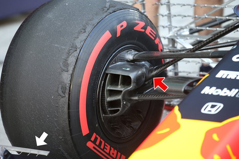 On Tuesday in the first hour of the @pirellisport test in Abu Dhabi, when changes were permitted for data collection, @redbullracing Verstappen's RB15 tried a front suspension with a more protruding bracket for better use of the 2020 tires. #F1Testing #F1