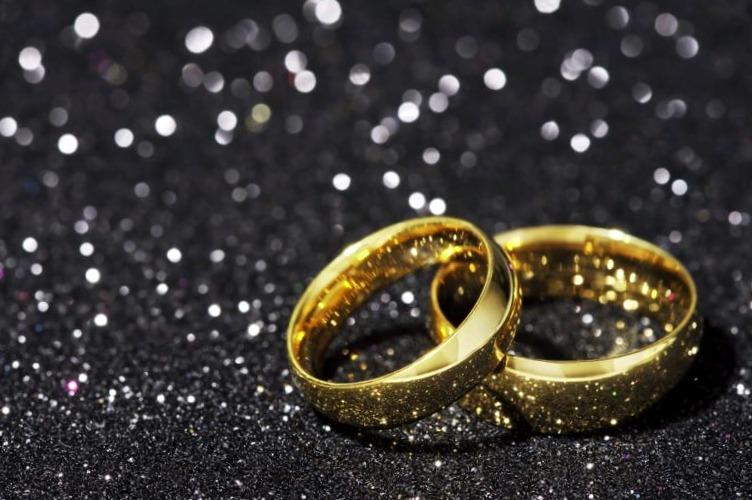 Mira  ➡➡➡💍 Anillos de Boda 24K #boda #anillosdeboda #amor https://anillosdebodaweb.com/24k/ ⏪⏪⏪💛💛💍 Te has preguntado alguna vez: ¿es posible conseguir anillos de boda 24k? pues aunque es poco comú ..